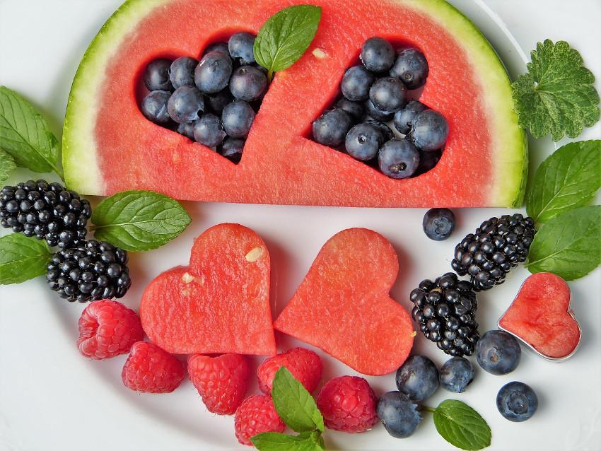 owoce jagodowe i arbuz