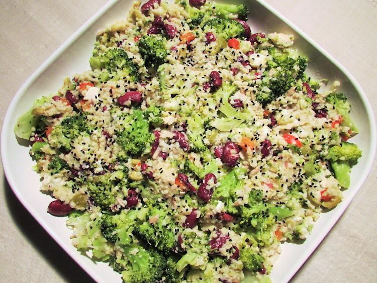obiad bez glutenu - kasza jaglana z brokułami i serem